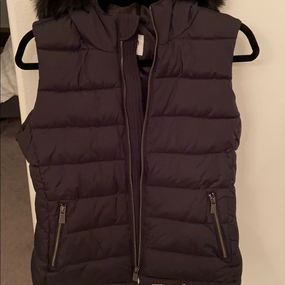 Black Gap puffer vest with fur size S! Never worn
